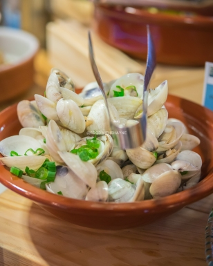 'Clams marinated in Lemon & Thyme'